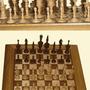 Шахматная доска в чернильных пятнах